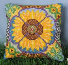 Beautiful sunflower cross stitch kit.