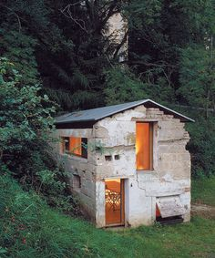 Naumann Architektur - Renovation of a dilapidated pig-sty built in 1780 to a showroom, Germany 2003. Via, photos (C) Zooey Braun.