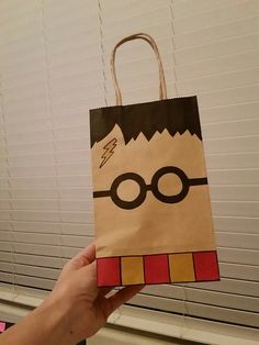 """Harry Potter Harry Potter Goodie Bag Más - For my post today, I will be showing you some of the fun paper projects I've done. The first are """"shopping packages."""" I scoured the internet looking for logos of shops in Diagon A… Baby Harry Potter, Harry Potter Baby Shower, Natal Do Harry Potter, Harry Potter Enfants, Harry Potter Motto Party, Harry Potter Fiesta, Harry Potter Classroom, Theme Harry Potter, Harry Potter Gifts"""