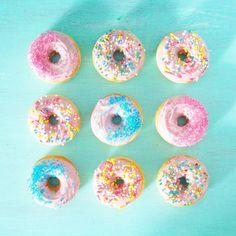 Só eu que acho donuts lindo? kkkkk fiz esses na máquina mas não fica gostoso igual o frito infelizmente!  #donuts #rosquinha by flamboesa
