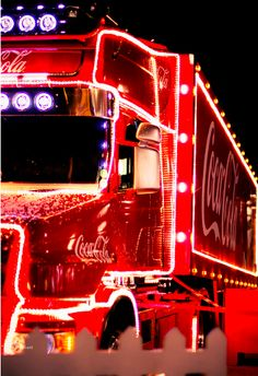 Awesome Scania T Coca-Cola Truck Vintage Coca Cola, Coca Cola Christmas, Christmas Truck, Big Rig Trucks, Semi Trucks, Always Coca Cola, Decorating With Christmas Lights, Its A Mans World, Merry Little Christmas