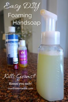 Easy DIY Antibacterial Foaming Handsoap 1 foam soap pump 1 c distilled or filtered water 2 TBSP Castile Soap 14 tsp carrier oil Jojoba almond grapeseed olive or any carri. Thieves Essential Oil, Essential Oil Uses, Young Living Oils, Young Living Essential Oils, Do It Yourself Food, Kool Aid, Mascara, Peeling, Carrier Oils
