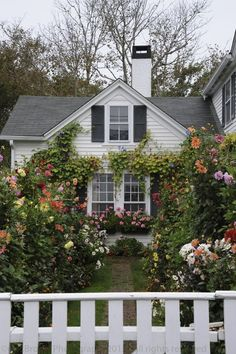 Amazing use of flowers to enhance a home.