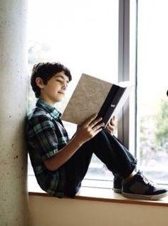 Bambino sullo scaffale - foto trovata su: http://www.pinterest.com/ICTPHMS/