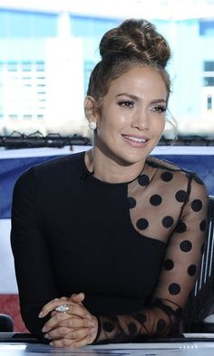 Who made Jennifer Lopez's black dot long sleeve dress? J Lo Fashion, Look Fashion, Fashion Outfits, Classy Dress, Classy Outfits, Stylish Outfits, Stylish Dresses, Elegant Dresses, Mode Rihanna