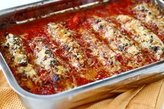 Stuffed zucchini with tomato sauce Tomato Sauce, Lasagna, Carne, Food And Drink, Veggies, Dinner, Cooking, Ethnic Recipes, Stuffed Zucchini