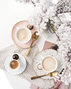 Simple and Creative Tips Can Change Your Life: But First Coffee Gold coffee time poster. Breakfast Photography, Flat Lay Photography, Coffee Photography, Food Photography, Photography Magazine, Editorial Photography, Photoshop Photography, Coffee Cafe, Coffee Drinks