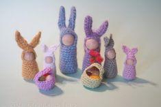 La table des saisons d'Équinoxe : la famille lapin en pions bois