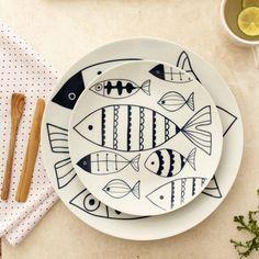 Painted Ceramic Plates, Ceramic Pots, Hand Painted Ceramics, Clay Pots, Pottery Painting, Ceramic Painting, Cartoon Fish, Plate Art, Fish Print