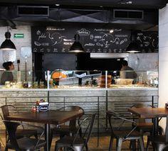 Localizado en la frontera de las colonias Condesa y Roma, este restaurante se suma a la variada oferta gastronómica de la zona con una propuesta diferente y muy acorde al público que la habita y visita. http://www.podiomx.com/2014/09/restaurante-la-fabbrica.html