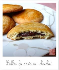 Biscuits stuffed with chocolate - Les sablés fourrés au chocolat Biscuit Cookies, Biscuit Recipe, Delicious Desserts, Dessert Recipes, Yummy Food, Desserts With Biscuits, No Bake Cake, Chocolate Recipes, I Foods