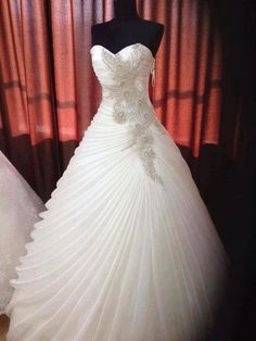 Amazing Ball Gown Sweethears Floor-length Organza Embroidery Wedding Dress