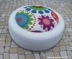 Backyard ottomans from old tires Outdoor Projects, Home Projects, Craft Projects, Projects To Try, Tire Seats, Eco Deco, Tire Craft, Recycling, Tyres Recycle