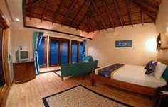 Water Bungalow, Beach Bungalows, Island Resort, Honeymoon Destinations, Resort Spa, Maldives, Bunk Beds, Postcards, Tropical