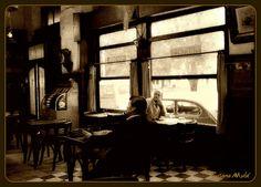 dos hombres en un bar S.T.bYn