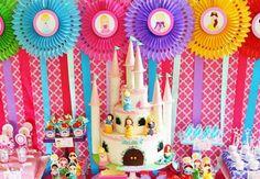 Modelos de convites, decorações, comidas, bolos, doces e lembrancinhas para uma festa decorada com as Princesas da Disney!