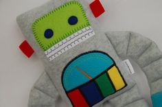 Robot Plushie---would be way cute on a shelf :)
