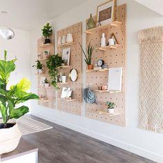 Inspiração para criar sua parede de prateleiras