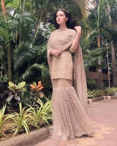 Here is the full look of my beautiful gharara ❤️ Outfit Sharara Designs, Kurti Designs Party Wear, Pakistani Bridal Dresses, Pakistani Dress Design, Pakistani Outfits, Pakistani Gharara, Dress Indian Style, Indian Fashion Dresses, Indian Designer Outfits