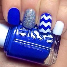 Blue chevron mani