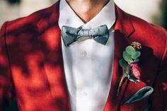 Linnèo Archivable Clothing. Modern groom. Purple and red suit. Bespoke shirt. Grey bowtie. Unconventional Wedding. Boho wedding. Bespoke suit.