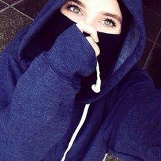 Image in eyes 👀 👁 collection by princess Rose Modest Fashion Hijab, Niqab Fashion, Street Hijab Fashion, Muslim Fashion, Girl Fashion, Beautiful Hijab Girl, Beautiful Muslim Women, Stylish Girls Photos, Stylish Girl Pic