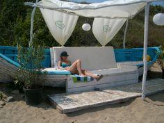 boad - All For Garden Lake Decor, Coastal Decor, Boat Furniture, Boat Bed, Outdoor Fun, Outdoor Decor, Boat Seats, Old Boats, Beach Gardens