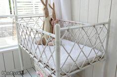 Maalaisromanttinen korisänky vauvalle