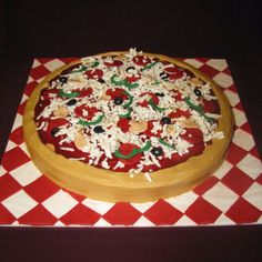 25 Pizza Cakes For The Best Pizza Party Ever jpg Pizza Birthday Cake, Pizza Cake, Birthday Cakes For Teens, Themed Birthday Cakes, Cakes For Boys, 65th Birthday, Creative Cakes, Creative Food, Fondant Cakes