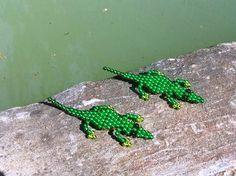 Vajon most is győzne Krokodil Dundee? Crocodiles, Weaving Patterns, Dundee, Fuzz, Beaded Flowers, Bead Weaving, Beads, Animals, Crocodile