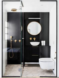 """"""""""" Discover the small Italian bathroom. Trend and practice, the d … – Medicine Cabinets Pin """""""" Discover the small Italian bathroom. Trendy and practical, the Italian shower brings style and space saving. Scandinavian Bathroom Design Ideas, Modern Bathroom Design, Bathroom Interior Design, Bathroom Designs, Restroom Design, Italian Bathroom, Marble Showers, Glass Showers, Bathroom Styling"""