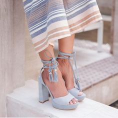 Baby blue heels with the prettiest little details. Blue Heels Outfit, Baby Blue Heels, New Shoes, Cute Shoes, Me Too Shoes, Vogue, Baskets, New Handbags, Pom Poms