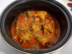 Friptura de pasare cu sos de rosii si usturoi Romanian Food, Curry, Food And Drink, Chicken, Ethnic Recipes, Pork, Curries, Cubs