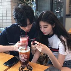 ✔ Couple Ulzzang Korean Date Couple Goals, Cute Couples Goals, Emo Couples, Romantic Couples, Korean Best Friends, Boy And Girl Best Friends, Ulzzang Korean Girl, Ulzzang Couple, Korean Aesthetic