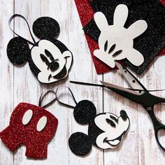 Ideas classic christmas tree ideas holidays for 2019 Mickey Mouse Christmas Tree, Disney Christmas Decorations, Disney Ornaments, Disney Christmas Crafts, Mickey Mouse Ornaments, Disney Diy, Disney Crafts, Mickey's Very Merry Christmas, Felt Christmas