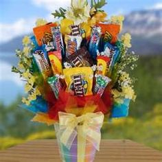 Image Search Results for candy bouquet ideas Candy Gift Baskets, Candy Gifts, Fun Gifts, Holiday Gifts, Sucker Bouquet, Candy Boquets, Chocolates, Cute Birthday Ideas, Candy Arrangements