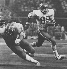 Image Gallery of classic vintage photos of AFL great Otis Taylor who played wide receiver for the Kansas City Chiefs from 1965 to American Football League, Kansas City Chiefs Football, American Sports, School Football, National Football League, Football Players, Football Team, Nfl Chiefs, Football Memes