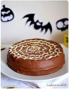 Recette d'un gâteau léger choco araignée à base de génoise, pâte malakoff et glaçage chocolat toile d'araignée.