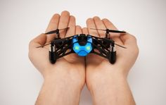 PARROT MINI DRONE. Este pequeño robot volante teledirigido mantiene el equilibrio en el aire incluso al chocar con paredes y techos #CES2014
