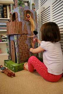 I love making dioramas so this scratches me right where I itch. DIY cardboard Rapunzel castle.