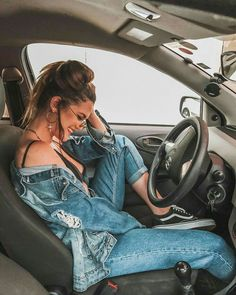 Ideas For Photos In The Car – Aufloria - Famous Last Words Best Photo Poses, Poses For Pictures, Girl Photo Poses, Girl Photos, Car Pictures, Portrait Photography Poses, Photography Poses Women, Tumblr Photography, Autumn Photography