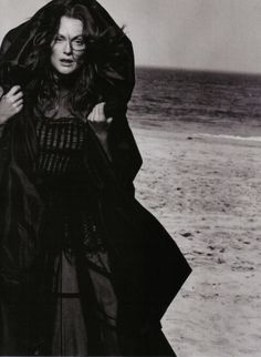 Julianne Moore (photo by Peter Lindbergh for Vogue Italia, September 2008)