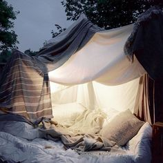 Bekah Stewart of A Well Traveled Woman talks about building childhood forts.Read more onsite and take a look at our blanket selection.
