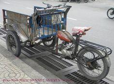 (Diaporama / Slide Show [F11=Plein Ecran] :  www.flickr.com/photos/natureboheme/sets/72157628088498122...    Un vieil homme tout sourire, avec qui je m'entends a sa chaise à l'entrée de notre ruelle. Il est taxi motocyclette. Ce Monsieur possédait une m http://www.azoda.vn/