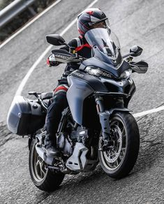 The new Multistrada 1260 truly maximises the concept of versatility: The new 1262 cm³ Ducati Testastretta DVT engine extends powers even in low gear, Ducati Testastretta, Ducati Motorcycles, Cars And Motorcycles, Ducati Multistrada, Best Mountain Bikes, Beautiful Celebrities, Motorbikes, Touring, Bmw