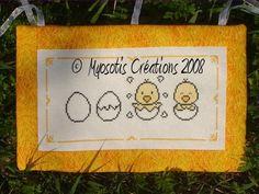 bébé - baby - poussin - oeuf - point de croix - cross stitch - Blog : http://broderiemimie44.canalblog.com/