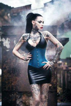 >Lady Tattoo Cat