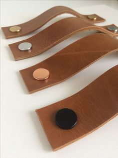 Cognac leather pulls