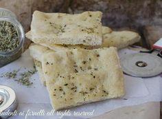 SCHIACCIATA ALL'ORIGANO soffice Crackers, Feta, Pizza, Healthy Recipes, Bread, Cheese, Homemade, Buffet, Kitchens