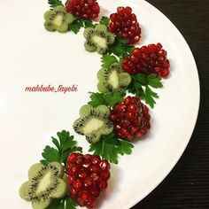 As a topping for a cheesecake? Amazing Food Decoration, Creative Food Art, Food Art For Kids, Fruit And Vegetable Carving, Food Carving, Food Garnishes, Food Platters, Food Design, Food Presentation